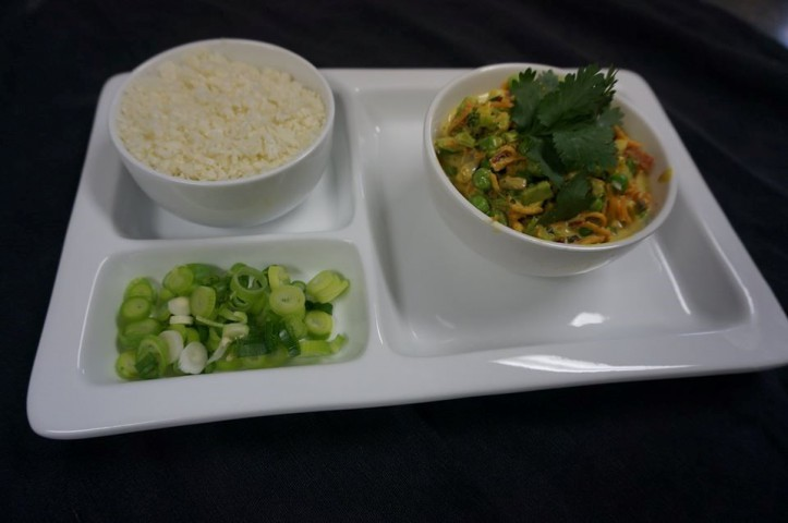 Raw Vegetable Curry with Cauliflower Rice